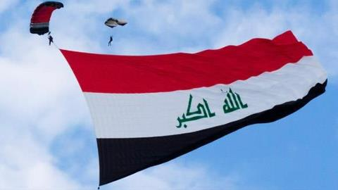العلم العراقي يرفرف بزهو وانتصار في سماء المعهد التقني في الناصرية