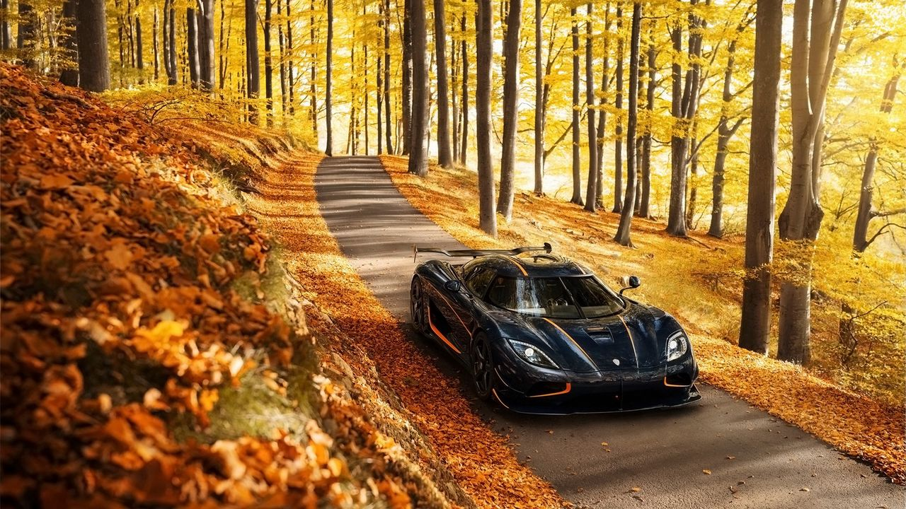 gg_agera_rs_side_view_autumn_trees_107373_1280x720.jpg