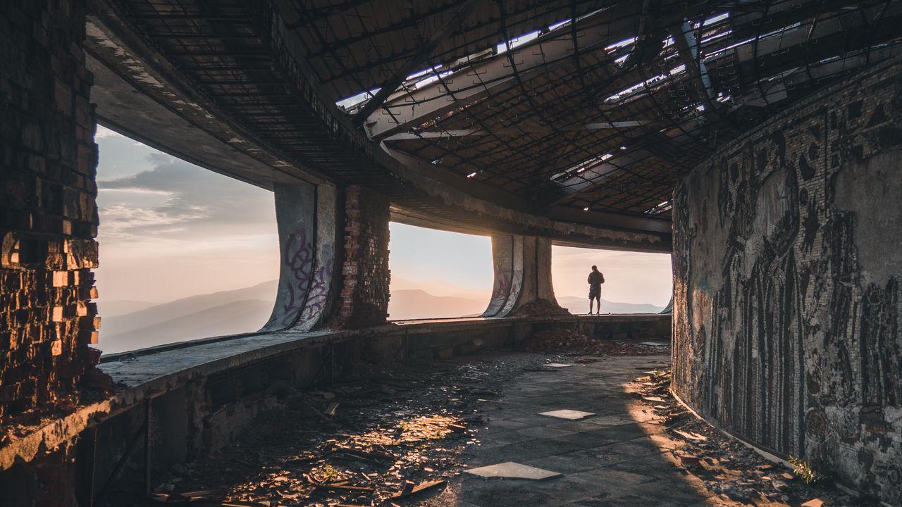 ruins_man_loneliness_124279_1280x720.jpg