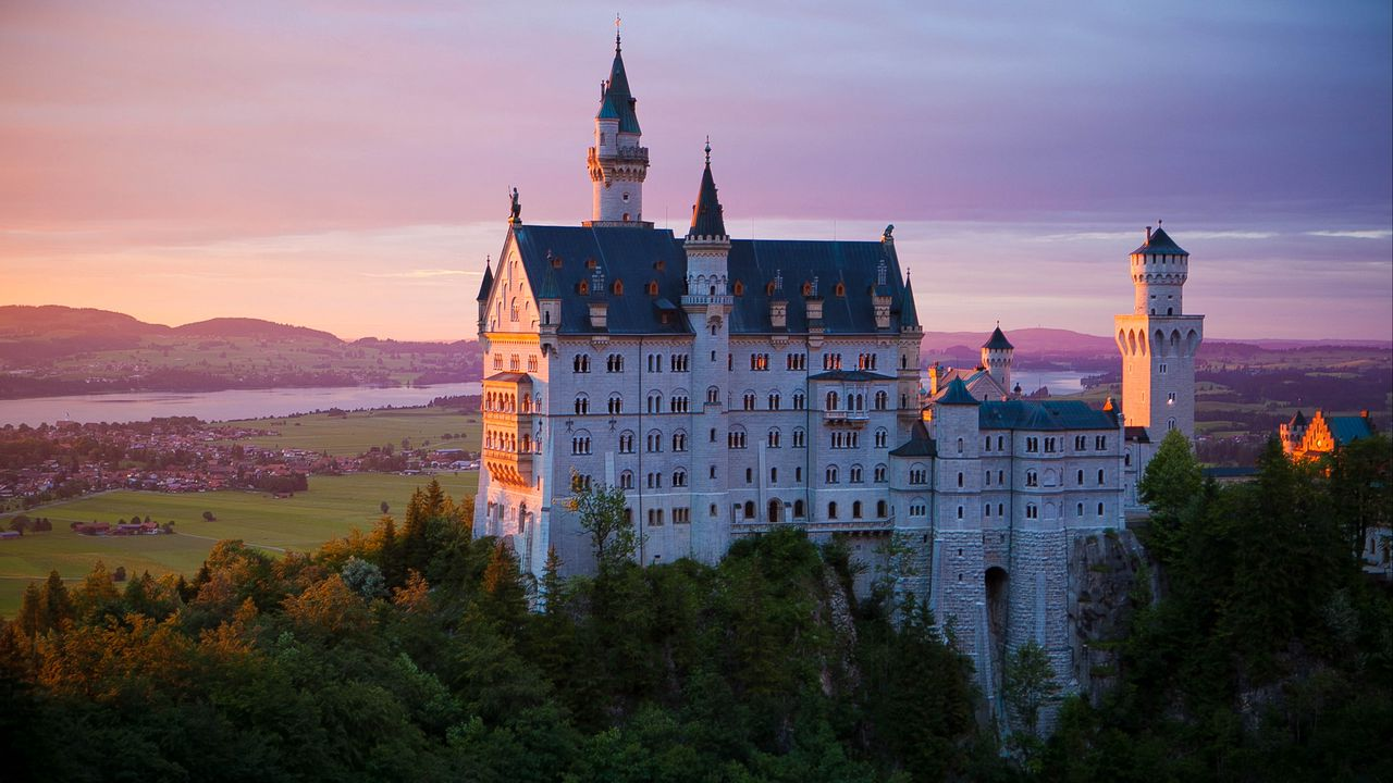 neuschwanstein_castle_architecture_126354_1280x720.jpg
