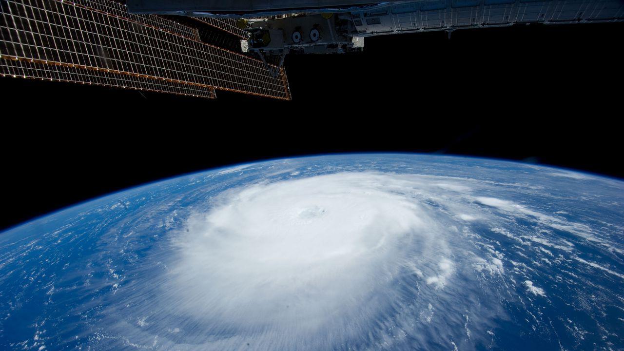 hurricane_iss_earth_clouds_element_86659_1280x720.jpg