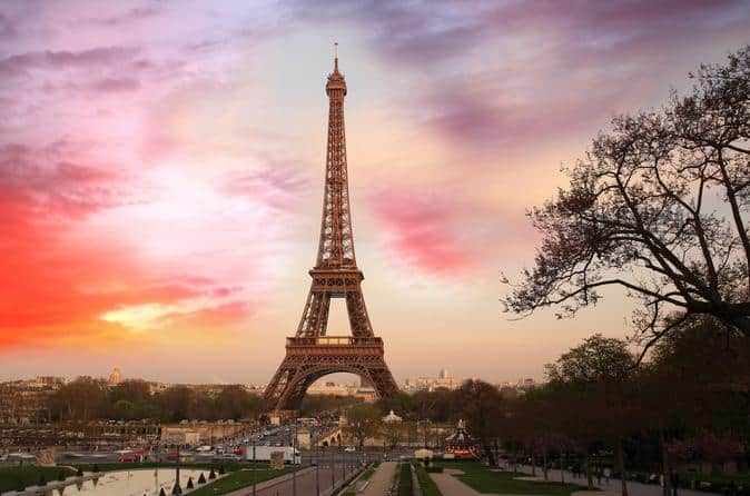 1496442712-5899-ss-with-host-in-paris-408219.jpg
