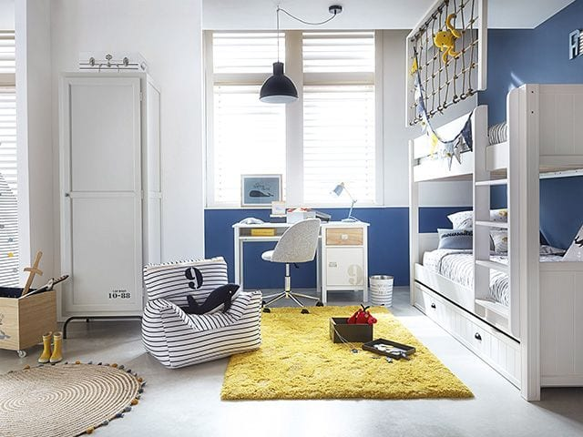 nautical_kids_room_with_desk.jpg