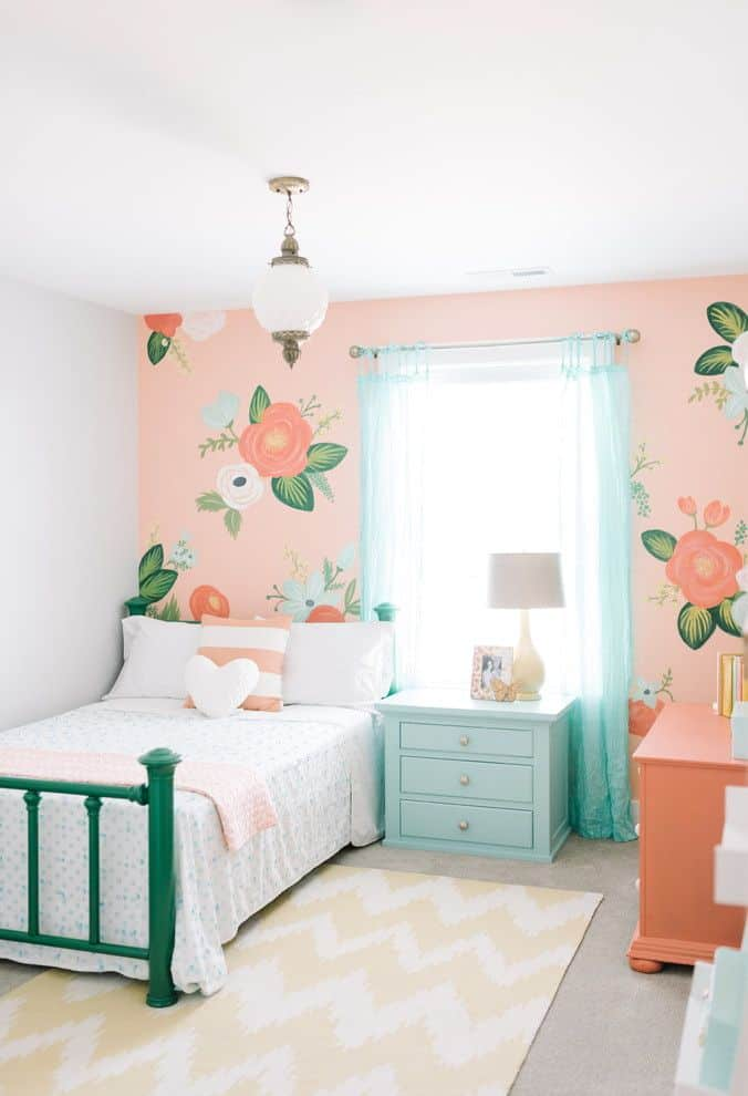 rn-Bedroom-Designs-for-Girls-With-Flowers-on-Walls.jpg