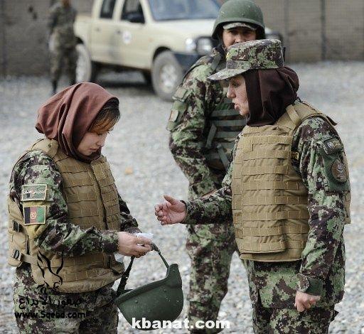 صور بنات بالزي العسكري - بنات مقاتلات - اجمل الفتيات في الزي العسكري 2013_1373812219_557.