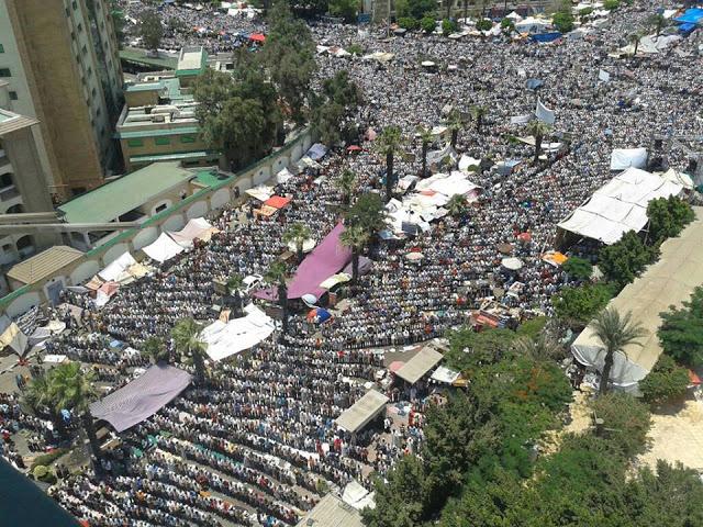 صور مؤيدين مرسي برابعة العدوية ضد الانقلاب - صور إعتصام رابعة العدوية المؤيدة لمرسي 2013_1374706283_715.