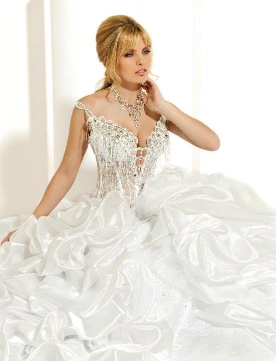أجمل فستان للزفاف - صور فساتين زفاف 2013_1374706648_850.