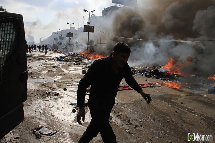 صور الهجوم على رابعة العدوية والنهضة من قبل الجيش - صور فض إعتصام رابعة العدوية والنهضة 2013_1376505177_486.